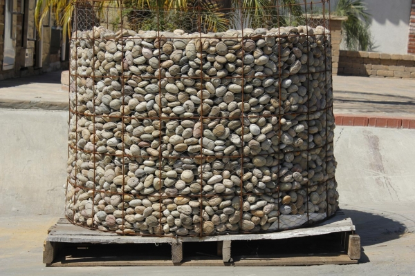 Mexican beach pebble and river rock arroyo building for Decorative gravel sydney