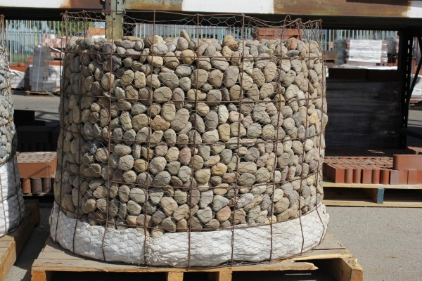 Mexican beach pebble and river rock arroyo building for Beach house construction materials